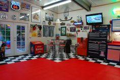 so that in aim to make the right of wonderful garage floor designs Barn Garage, Garage Art, Garage Shop, Garage Workshop, Dream Garage, Garage Ideas, Workshop Ideas, Garage Floor Tiles, Tile Floor