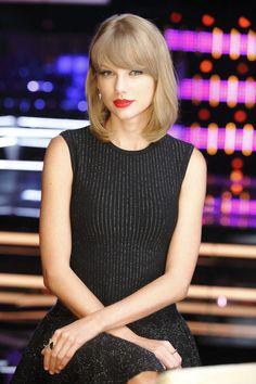 Taylor Swift on The Voice Season 7.