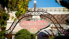 Plaza Inn entrance    Plaza Inn at Disneyland Park.