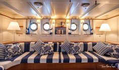 Top 5 Stylish Boat Decor Ideas You Should Know Sailboat Decor, Sailboat Interior, Sailboat Living, Living On A Boat, Yacht Interior, Boat Design, Yacht Design, Home Staging, Boat Restoration