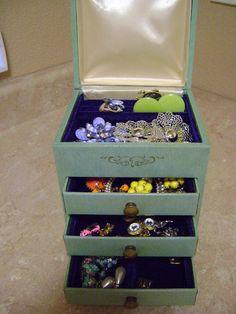 Vintage Jewlery Box w/Vintage Jewelry by RandBliquidators on Etsy