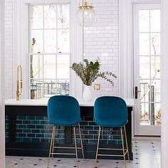 Gubi love  •  #interiorized #inredning #heminredning #interior #interiör #interiør #interior4all #interior123 #interior2you #scandinavian #skandinaviskehjem #nordiskehjem #bolig #minimalistic #liketkit #homeinterior #homestyling #nyahemmet #34kvadrat #interiorbyjana #inspobycaroline #mynordicroom #inredning #gubi #kitchen #chairs #dreamhome #kitchendream