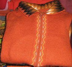 Orange farbene #Damen #Strickjacke aus #Alpakawolle. Feinste Alpakawolle gibt Ihnen ein wohlig warmes und kuschlig weiches Tragegefühl. Alpakawolle ist wie Kaschmir eine der edelsten Wollsorten der Welt. Ein Naturprodukt für höchste Ansprüche an Qualität und Komfort.
