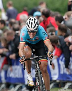 Philippe Gilbert digging for the line-congrats to the 2012 World Champion.