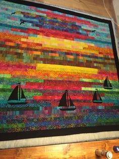 Sailboat quilt with batiks Sunset on the sea- nice idea with silhouettes. Batik Quilts, Jellyroll Quilts, Mini Quilts, Applique Quilts, Quilting Projects, Quilting Designs, Embroidery Designs, Quilting Patterns, Jelly Roll Race