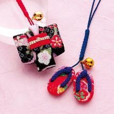「さくらほりきり」のオリジナル手作りキット商品のご紹介ページ Japanese Bag, Lucky Charm, Fabric Art, Twinkle Twinkle, Miniatures, Christmas Ornaments, Sewing, Holiday Decor, Crafts
