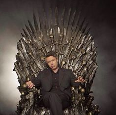 Aidan Gillen on the Iron Throne! Look out for Petyr!