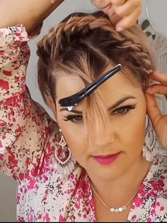 Thick Hair Pixie, Edgy Short Hair, How To Curl Short Hair, Short Hair Cuts, Short Curls, Curly Pixie Hairstyles, Pixie Haircut, Headband Hairstyles, Medium Hair Styles