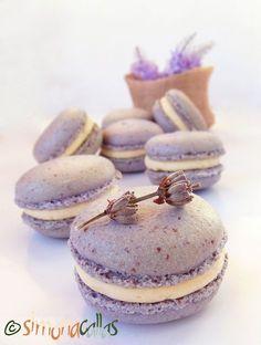 Macarons cu lavanda si ciocolata alba