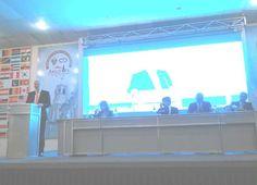 Denis Ricard secretario general de la OCPM durante su discurso