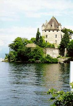 Yvoire, lac Léman (France) Yvoire, Chateau Medieval, Belle France, Hotel Rates, Viva La France, Voyage En France, French Alps, Swiss Alps, Country Charm