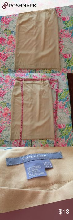 Zara basic tan skirt size 4 Zara Basic Tan / Light Khaki Pencil Skirt. Belt Loops, Front Pockets, and Back Zip. Machine Wash. Size 4. Midi length. Great for a professional work setting or for a sassy look Zara Skirts Midi