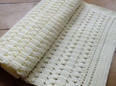 Crocheting: Soft Cream ZigZag Crochet Baby Blanket