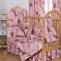 Realtree Bedding Camo Crib Bedding Set in Pink