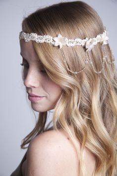 Para un estilo mas hippie ✨ #tocados #novias #headpiece #flores #bride #hippie