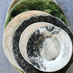 Wonki Ware photo gallery of dinnerware, plates and bowls