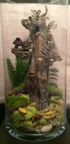 Lord Of The Rings geek terrarium! Treebeard with Mary, and Pippin from The Two Towers!