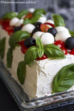 Maistuis varmaan sullekin!: Italialainen voileipäkakku Sandwich Cake, Sandwich Recipes, Sandwiches, Caprese Salad, Cheesecakes, Pain, Deli, Catering, Recipies