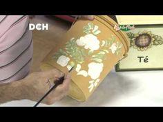 Reciclando un envase de pintura decorándolo con un ramo de flores pintadas estilo Bauern.