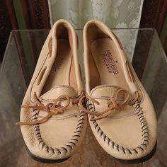 Minnetonka moccasin Leather moccasin Minnetonka Shoes Flats & Loafers