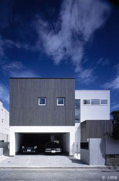 七里ヶ浜の家|HouseNote(ハウスノート) Garage House, House Front, Interior Architecture, Residential Architecture, Garage Design, Exterior Design, Concrete Houses, Tiny House Design, House Plans