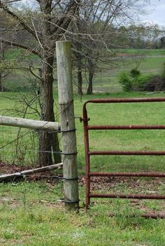Realistic fencing--pole fence and metal gate Country Fences, Rustic Fence, Country Farm, Country Life, Country Living, Country Roads, Old Gates, Water Pond, Old Fences