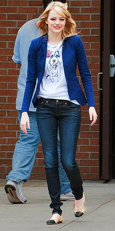 EMMA STONE photo | Emma Stone in denim skinnies, a graphic tee and a blazer