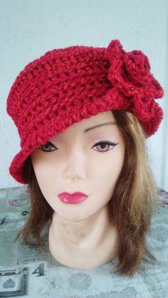video tutorial per realizzare un cappello cloche effetto rigato all'uncinetto