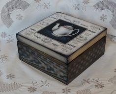 skrzynka na herbatę dekorowana w technice decoupage