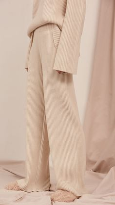The Copen, superset knit flares in soft ivory. Soft, ribbed texture, wide gathered elastic waistband. Slightly dropped crotch. High rise. COMPOSITION AND CARE Dry clean only Please treat with care to