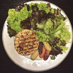 Jantar -Hamburguer de frango caseiro, saladinha e cenouraS