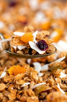Air fryer homemade granola recipe is a healthy and tasty alternative to store bought versions.. One bite and you will understand why making your own at home is worth it every time. And our wholesome version is full of the subtly sweet flavor you know and love gives you control over how much sugar and oil you use. This way you know you can serve your family a bowl of homemade granola for breakfast and have confidence that you are getting their day started off right! Delicious Vegan Recipes, Easy Healthy Recipes, Healthy Snacks, Tasty, Recipes For Beginners, Pinterest Recipes, Cheap Meals, Air Fryer Recipes, Granola