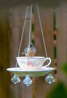 DIY bird feeders using upcycled tea cups. Directions for making cute & easy bird feeders for bird watching and nature lovers. Garden Crafts, Garden Projects, Diy Projects, Garden Ideas, Teacup Crafts, Glass Garden, Garden Totems, Herb Garden, Yard Art