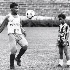 Ronaldinho is watching his elder brother, who became his agent in the future