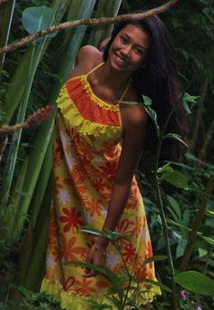 Robe Tahitienne Elise Créations Tahiti Facebook : www.facebook.com/elisecreations Hawaiian Girls, Island Wear, Hawaii Outfits, Vintage Street Fashion, Hula Dancers, Hula Girl, Creation Couture, Patchwork Dress, Island Girl