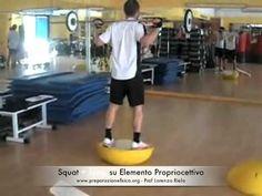 Calcio a 5 - Squat + Jump su elemento propriocettivo - YouTube