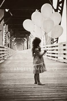 Photo inspiration - i like balloons in photos Photography Kids, Image Photography, White Photography, Amazing Photography, Balloons Photography, Event Photography, Cute Photos, Pretty Pictures, Fotografia Tutorial