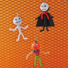 Here are some Halloween craft projects that children can do themselves.