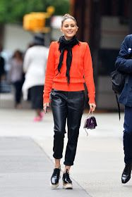 ideas sport icon olivia palermo sport wallpapers in 2019 looks d Olivia Palermo Outfit, Estilo Olivia Palermo, Look Olivia Palermo, Olivia Palermo Lookbook, Olivia Palermo Winter Style, Olivia Palermo Street Style, Mode Outfits, Casual Outfits, Leather Trousers Outfit