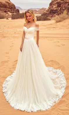 Oksana Mukha Wedding Dresses 2018 Lila / http://www.deerpearlflowers.com/oksana-mukha-wedding-dresses-2018/4/