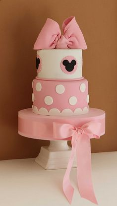minnie mouse cake- or in Mickey Mouse mode Minni Mouse Cake, Bolo Do Mickey Mouse, Mickey And Minnie Cake, Bolo Minnie, Minnie Mouse Theme, Mickey Cakes, Pink Minnie, Minnie Birthday, Birthday Parties