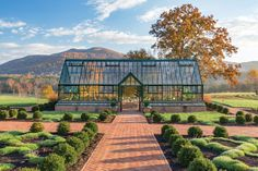 Get inspired ideas for your greenhouse. Build a cold-frame greenhouse. A cold-frame greenhouse is small but effective. Large Greenhouse, Backyard Greenhouse, Greenhouse Growing, Greenhouse Plans, Greenhouse Wedding, Winter Greenhouse, Jardin Decor, Vegetable Garden Design, Vegetable Gardening