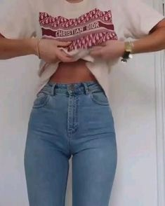 Diy Clothes And Shoes, Fall Clothes, Style Clothes, Shirt Hacks, Diy Fashion Hacks, Fashion Tips, Jugend Mode Outfits, Mode Streetwear, Streetwear Fashion