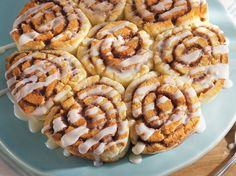EASY Gluten-Free Cinnamon Rolls - delicious gluten free cinnamon rolls made with Bisquick® Gluten Free mix - buttery and full of ground cinnamon - frosted with a sweet cream glaze. @Anna Martin - for Eva.