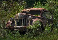 Abandoned Cars, Abandoned Buildings, Abandoned Places, Abandoned Vehicles, Places In Florida, Old Florida, Antique Phone, Rusty Cars, Old Trucks