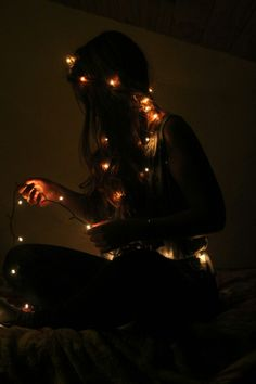 Thankful Modern Photoshop Tips Step By Step Fairy Light Photography, Tumblr Photography, Creative Photography, Photography Christmas Lights, Teenage Girl Photography, Photos Tumblr, Best Photo Poses, Portrait Photography Poses, Instagram Pose