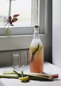 Rosemary Rhubarb Lemonade | The Merry Thought//