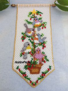Italian scheme for the construction of the Strip tree with Birds with the technique of sewing of pearls (weaving). Measuring 12 x 27 cm Strip. Embroidery Flowers Pattern, Beaded Embroidery, Flower Patterns, Seed Bead Art, Seed Bead Crafts, Peacock Crochet, Beaded Banners, Native Beadwork, Loom Patterns