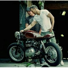 Ryan Reynolds custom Triumph 900