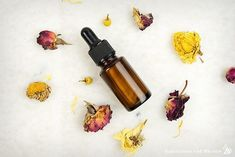 This is a great facial serum for red sensitive skin. It also moisturizes and gives the skin a subtle golden glow. Hair Serum, Facial Serum, Facial Skin Care, Best Serum, Natural Beauty Recipes, Sugar Scrub Diy, Skin Care Remedies, Natural Remedies, Healthy Skin Care